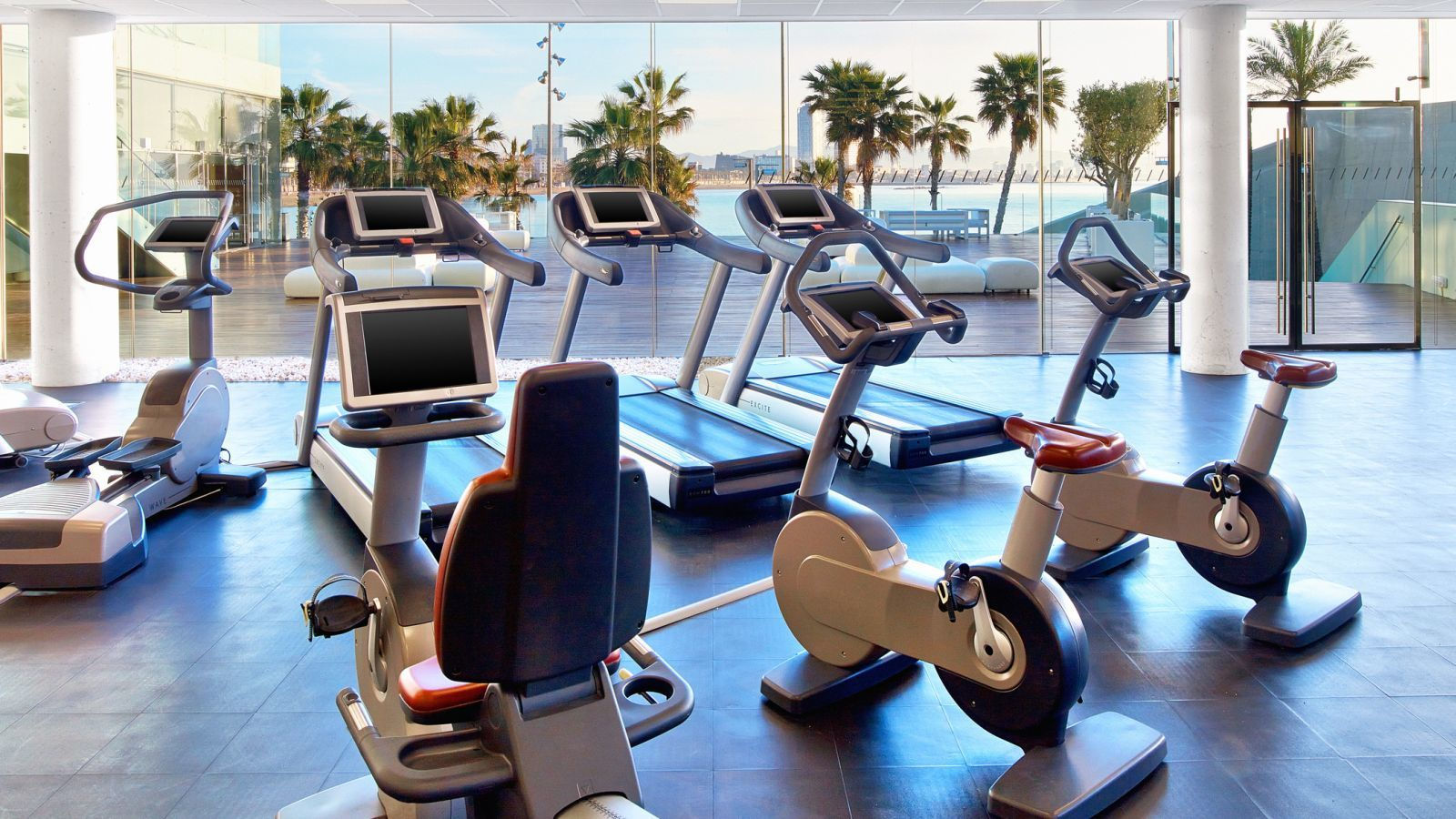Fit fitness center w barcelona for Fitness gym
