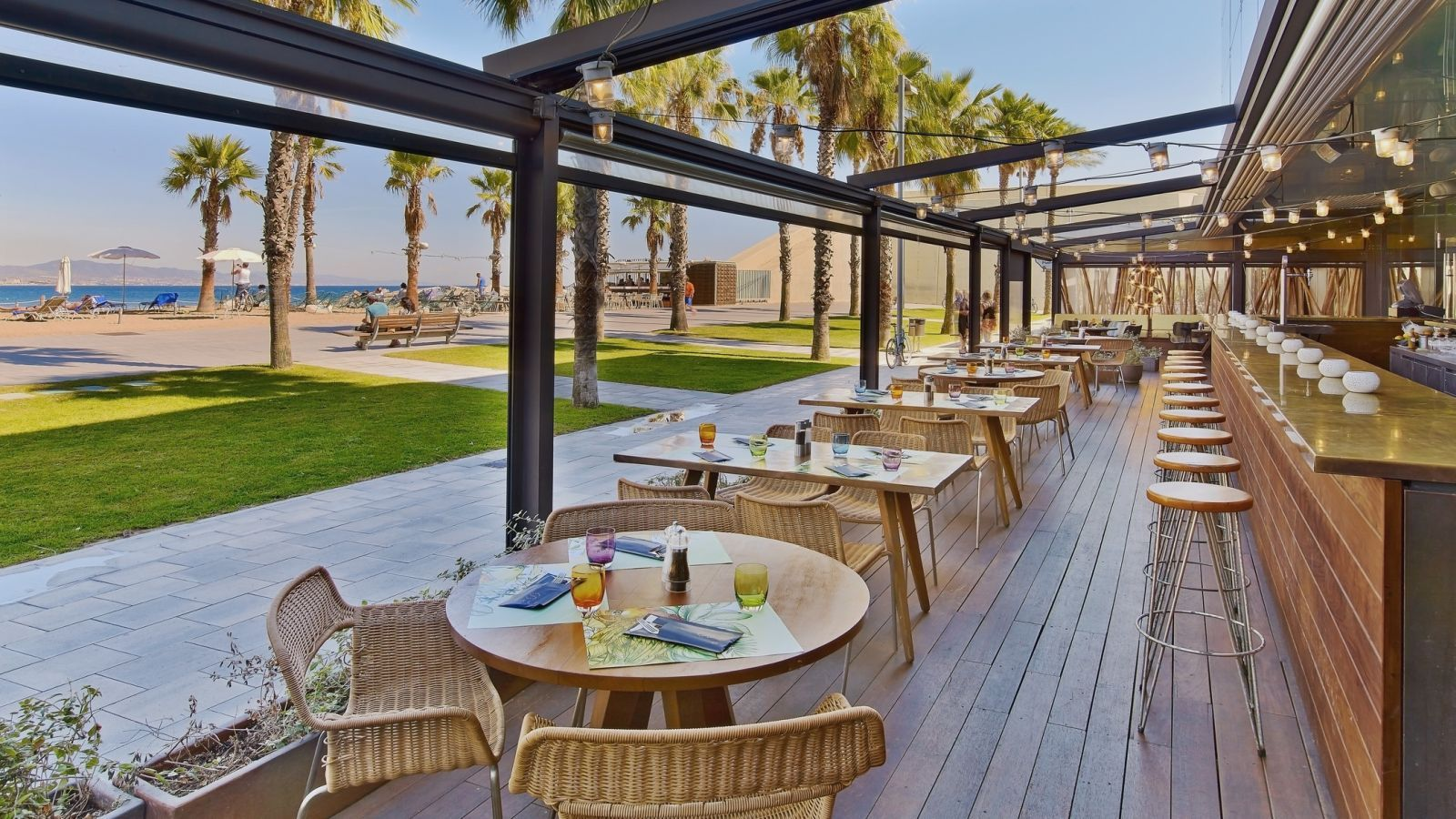 Take sneak peak at our burgers and beachside restaurant for Restaurant with terrace
